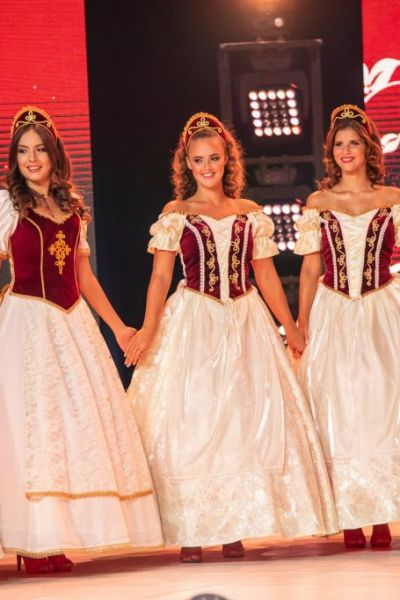 magyarok-vilagszepe-finale-nyito-1FE4988A8-C61A-12D5-A50B-5C5A57380505.jpg
